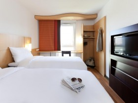 Book A Day Room Hotel With Roomforday Com
